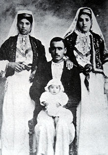 Familt photo, Deir Yassin 1927