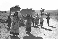 Palestinian refugees on the move - their property was stolen